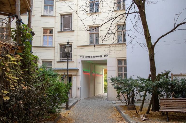 Courtyard leading to Oranienburger Strasse.