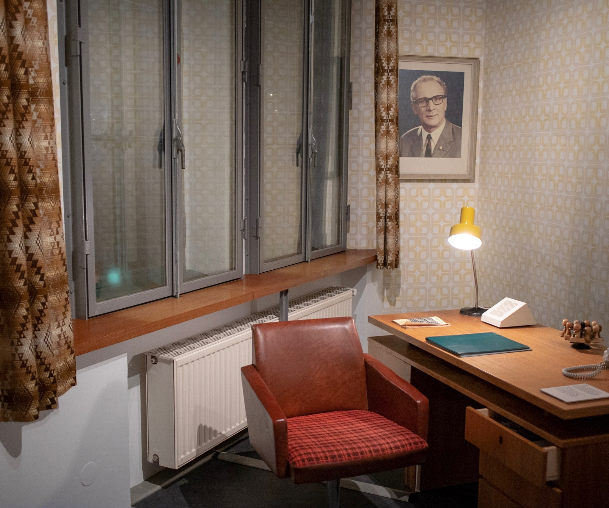 A typical room in the GDR.